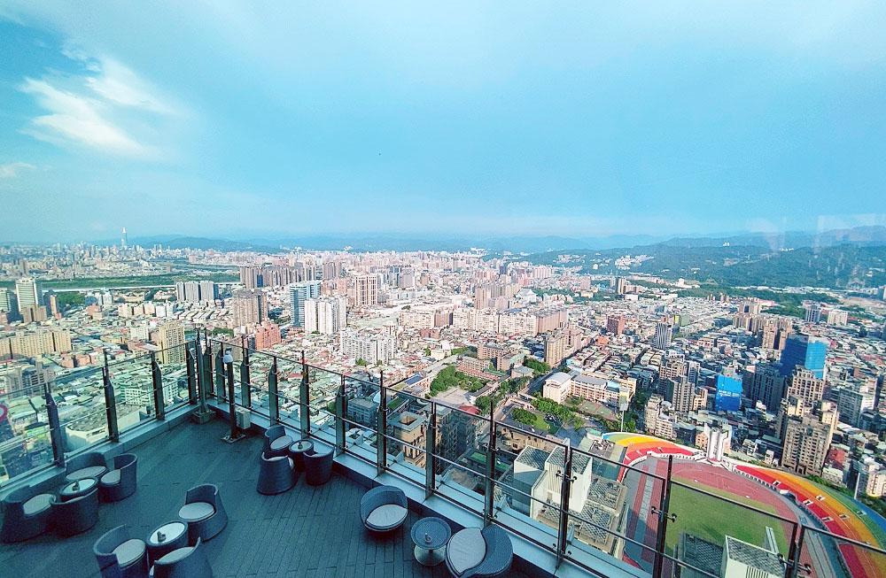 【板橋食記】生日、約會慶祝,Mega50樓自助Cafe景觀餐廳
