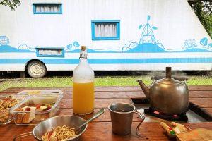 【三峽皇后鎮森林|露營車一泊二食Part2】風車house套裝住宿 / 庭院BBQ晚餐 / 陽光西式早餐 / 森林手作趣