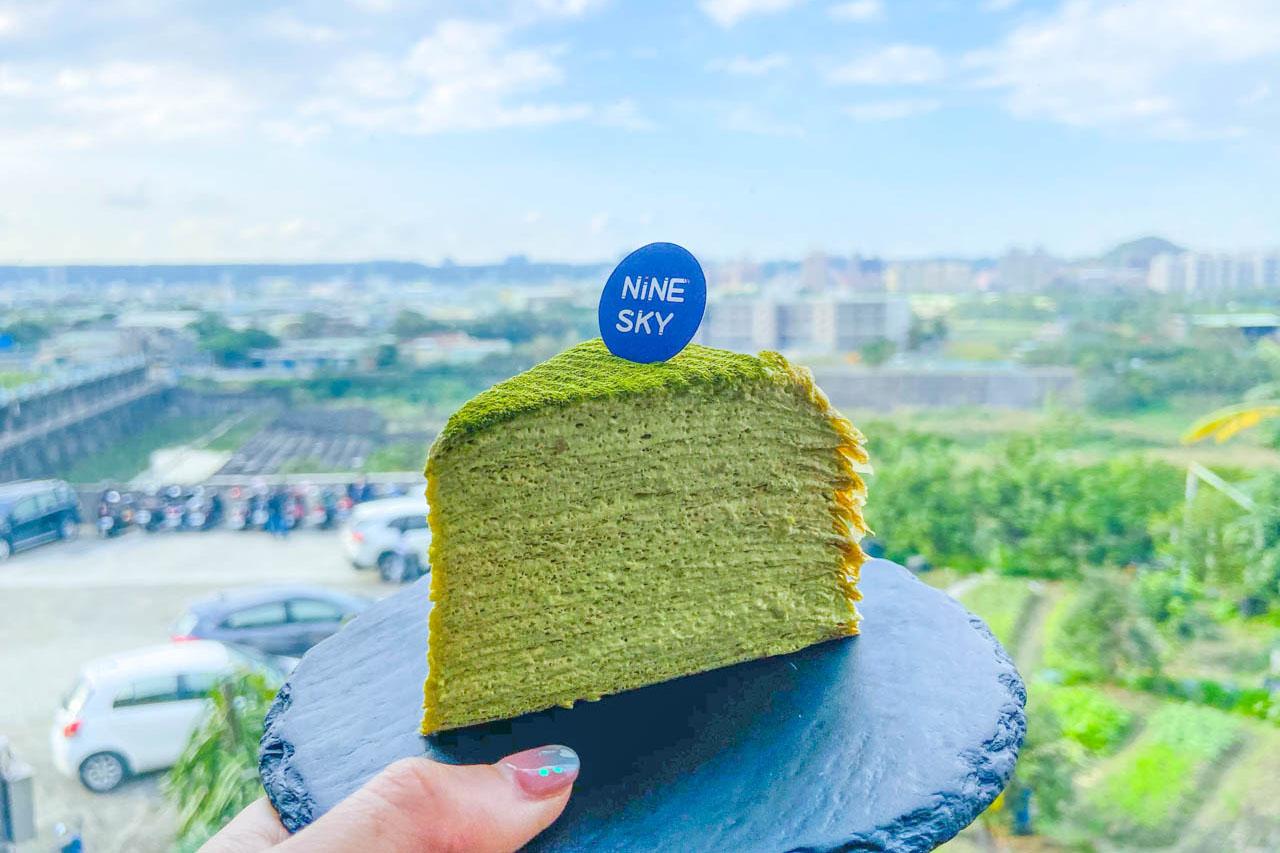 【三峽美食 NineSky九天】必吃限量手工薄皮千層蛋糕 / 坐落山中的貨櫃屋咖啡廳,巧搭傳統廟宇文化