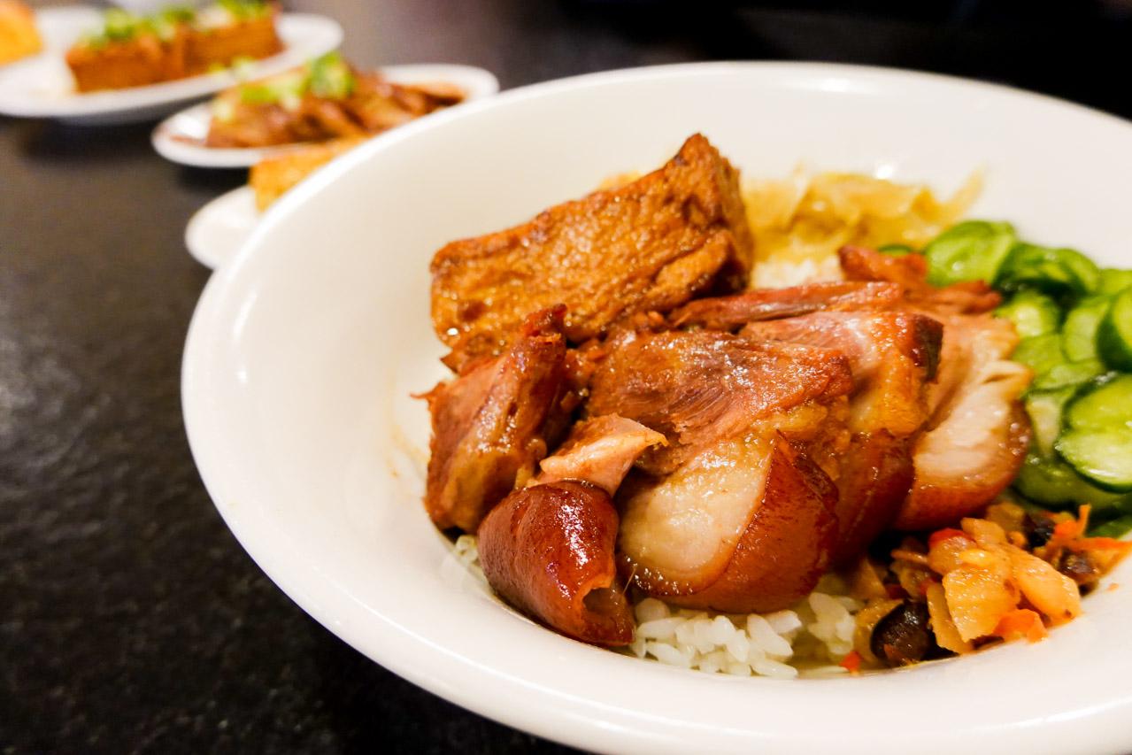 【台北美食】24小時古早味料理「西門麵店」特色餐廳/必吃銷魂豬腳飯、蛋包滷肉飯