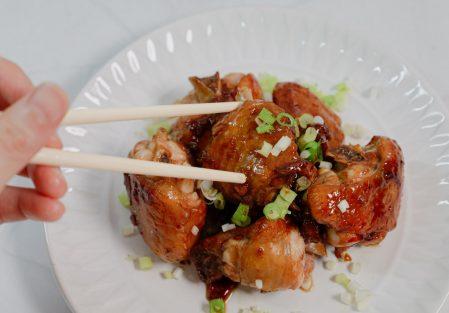 【懶人料理】簡單家常味,醬燒雞翅&蒜味雙色辣椒醬/暮釀手工黑豆蔭油開箱