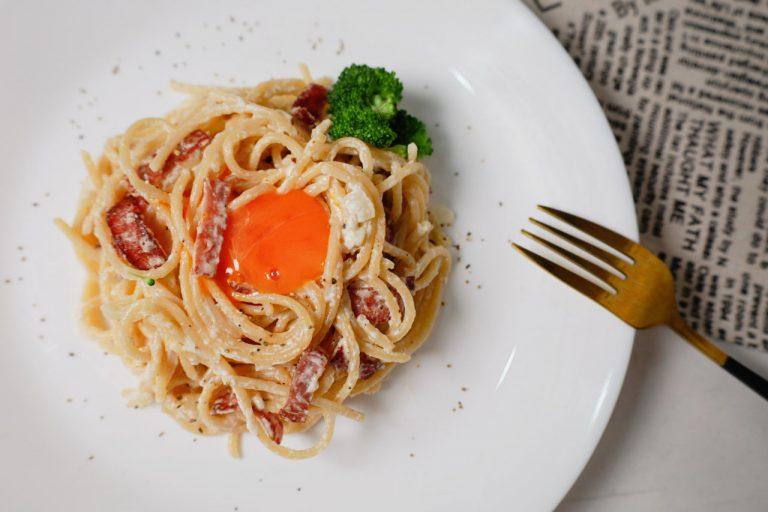 【懶人料理】拌一拌就好!白醬火腿義大利麵&鮪魚乳酪生菜三明治/Arla奶油乳酪的美味開箱