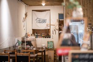 【倆男咖啡室】一份咖哩飯、咖啡甜點,陪你度過生活的兩難/行天宮美食/甜點推薦:焦糖布丁、焙茶生乳酪